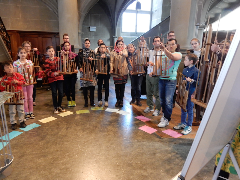 Angklung mit Migranten, April 2016